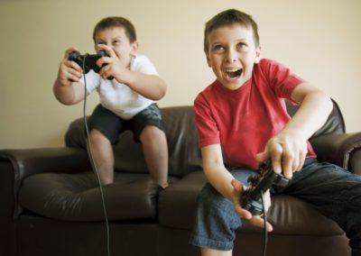 kids-playing-video-game-97577269